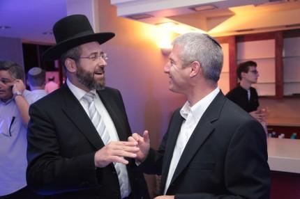 הרב דוד לאו רב העיר מודיעין עם עידו ליבובץ מנכל רדיו קול חי