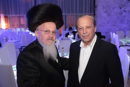 הרב הרשל קליין ממפתח עם מר יוסף גרינפלד מבעלי רדיו קול חי
