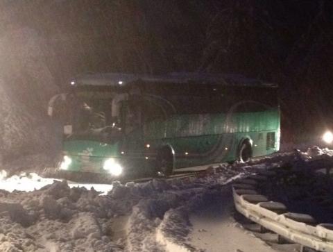 אנשי קקל מחלצים אוטובוס תקוע במירון