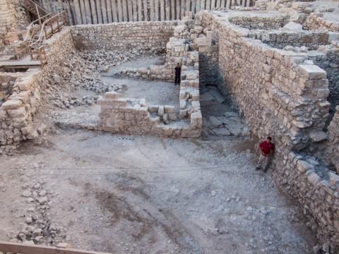 תמונה של שרידי המבנה החשמונאי. צילום אסף פרץ, באדיבות רשות העתיקות