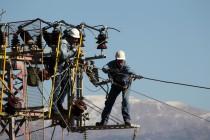 עובדים בחברת החשמל • אילוסטרציה