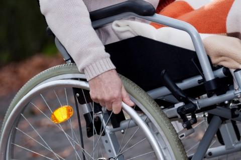 מבוגר זקן נכה כסא גלגלים