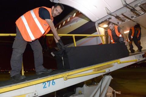 מטוס הרוג פיגוע בריסל ארון קבורה