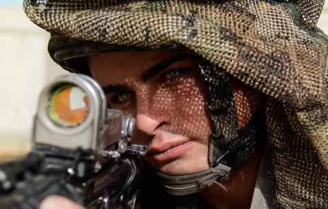 חייל צבא צה''ל רובה