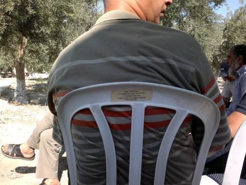 המגדפים המוסלמים בהר הבית על כסאות גנובים 1