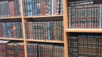 ספריה ארון ספרים ספרי קודש