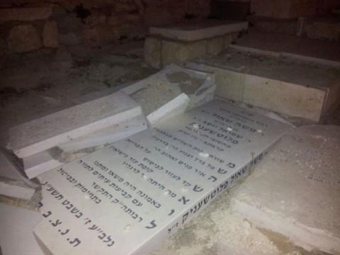 מצבה הרס בית קברות