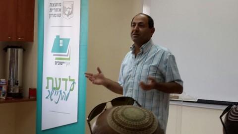 רמי לוי מרצה בקורס בשומרון צילום אסתר אלוש