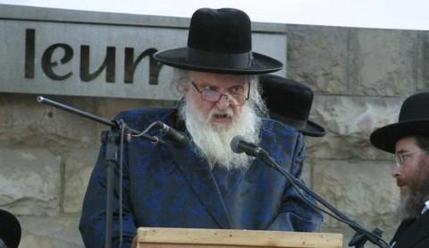 הרב-משה-שטרנבוך-נואם