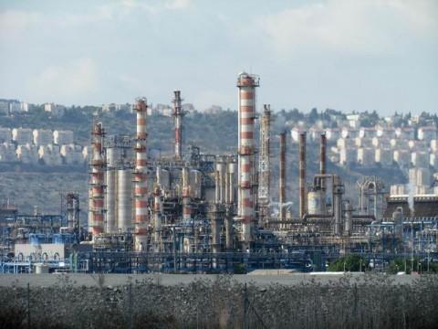 מפעלי הקישון בנמל חיפה. צילום: אילן מלסטר