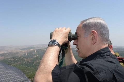 ראש הממשלה בנימין נתניהו בסיור צבאי בצפון משקפת