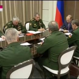 נשיא רוסיה, ולדימיר פוטין וקצינים רוסיים