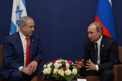 """פגישת ראש הממשלה בנימין נתניהו עם נשיא רוסיה ולדימיר פוטין בפריז. צילום: עמוס בן גרשום לע""""מ"""