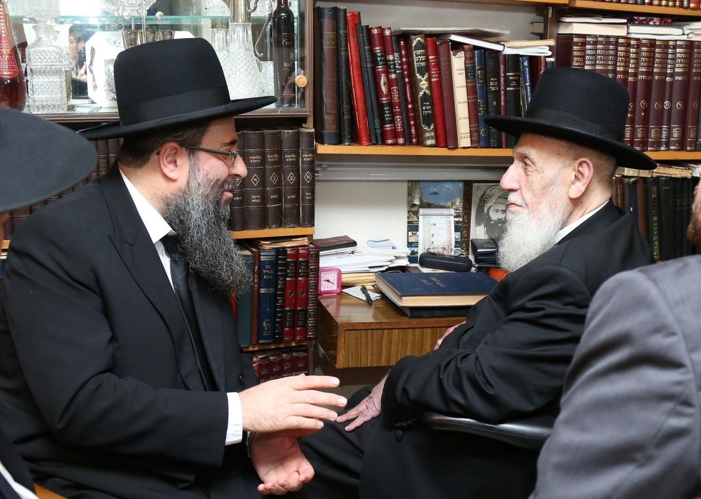 """מרן ראש הישיבה חכם שלום כהן עם רבה הראשי של טבריה, הגר""""מ בוחבוט"""