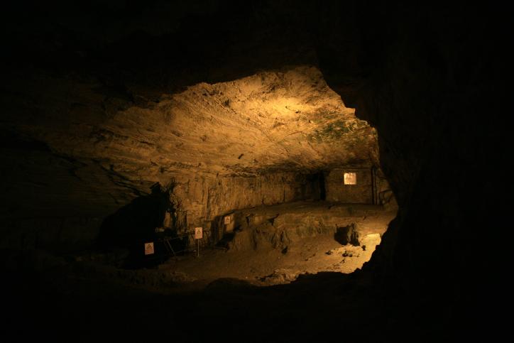עתיקות ארכיאולוגים חפירה