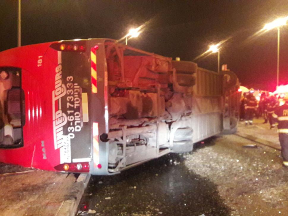 אוטובוס התהפך: הרוג ושני פצועים באורח בינוני בהתהפכות אוטובוס בצפון