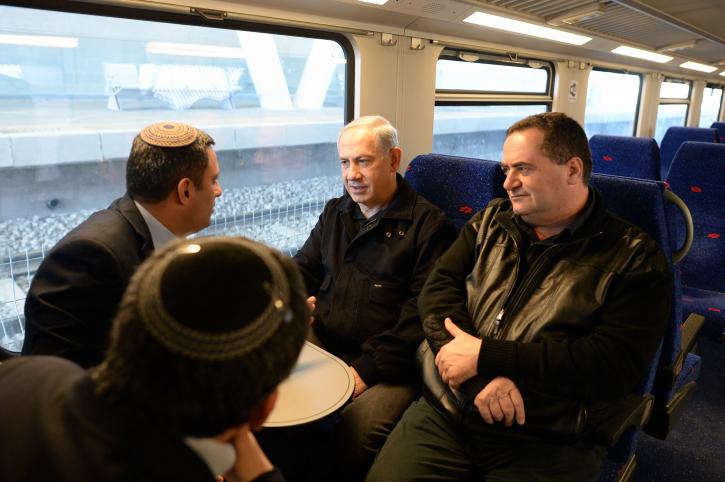 """השר כץ וראה""""מ נתניהו בנסיעת ברכבת"""