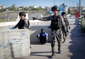 """מחסום, מג""""ב, שוטרים, פלסטיני"""