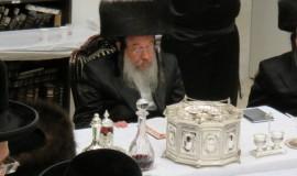 טיש נעילת החג של שביעי של פסח זוועהיל  (10)