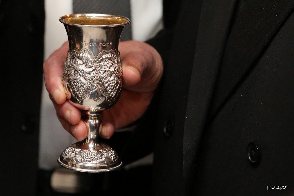 חתונת רבי יצחק יוסף (3), גביע, חופה