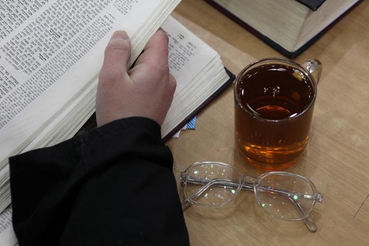 משקפיים תה אברך תורה לימוד