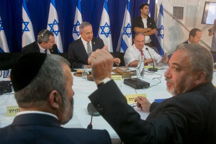 ישיבת ממשלה ליברמן נתניהו דרעי אלקין