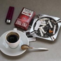 .קפה סיגריות עישון