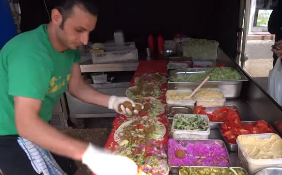 פלאפל דוכן מוכר רחוב אוכל