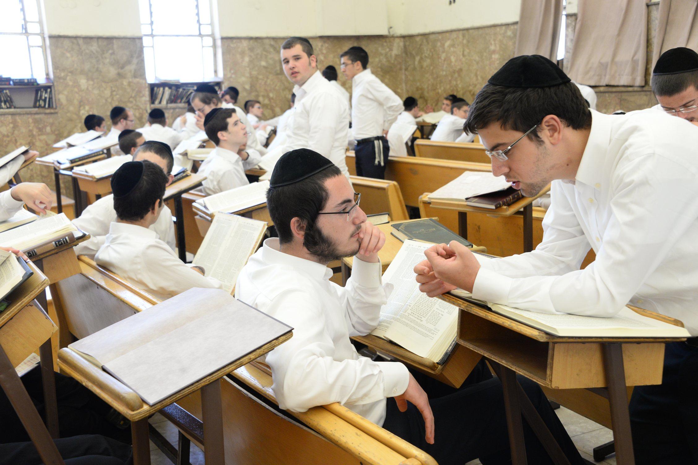 פונוביז' ישיבה בחורים לימוד תורה (7)