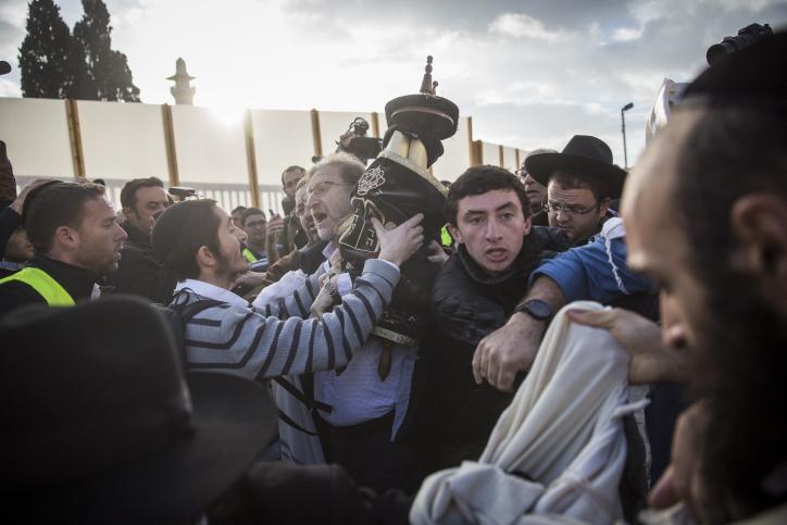 יהודים כואבים אל מול טקס של נשות הפרובוקציה בעבר