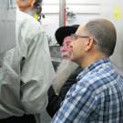 רבני ומהנדסי המכון בבדיקת מיכשור מתקדם