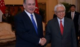 ראש הממשלה בנימין נתניהו מתקבל במשמר כבוד על ידי ראש ממשלת סינגפור  צילום: