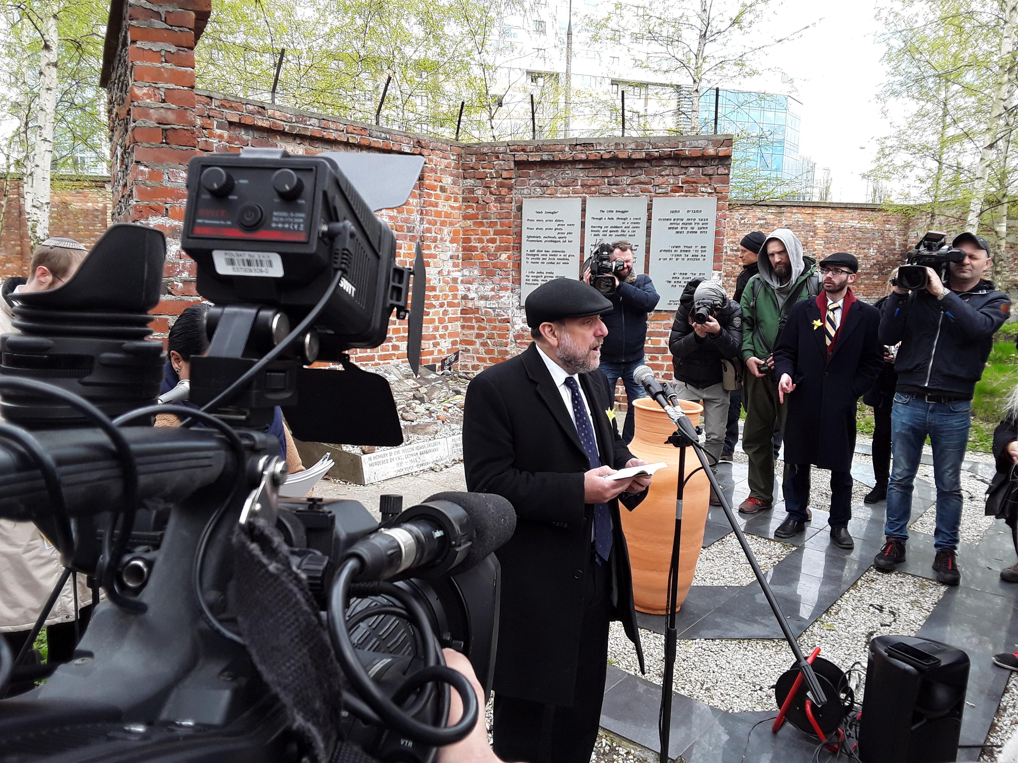 הרב מיכאל שודריך, רבה של פולין, נואם בטקס