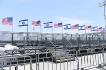 """דגלי ישראל וארה""""ב על בימת קבלת הפנים"""