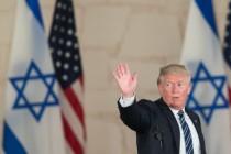 טראמפ לאחר נאומו במוזיאון ישראל