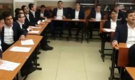 תלמידי הישיבה בשירה לכבודה של תורה