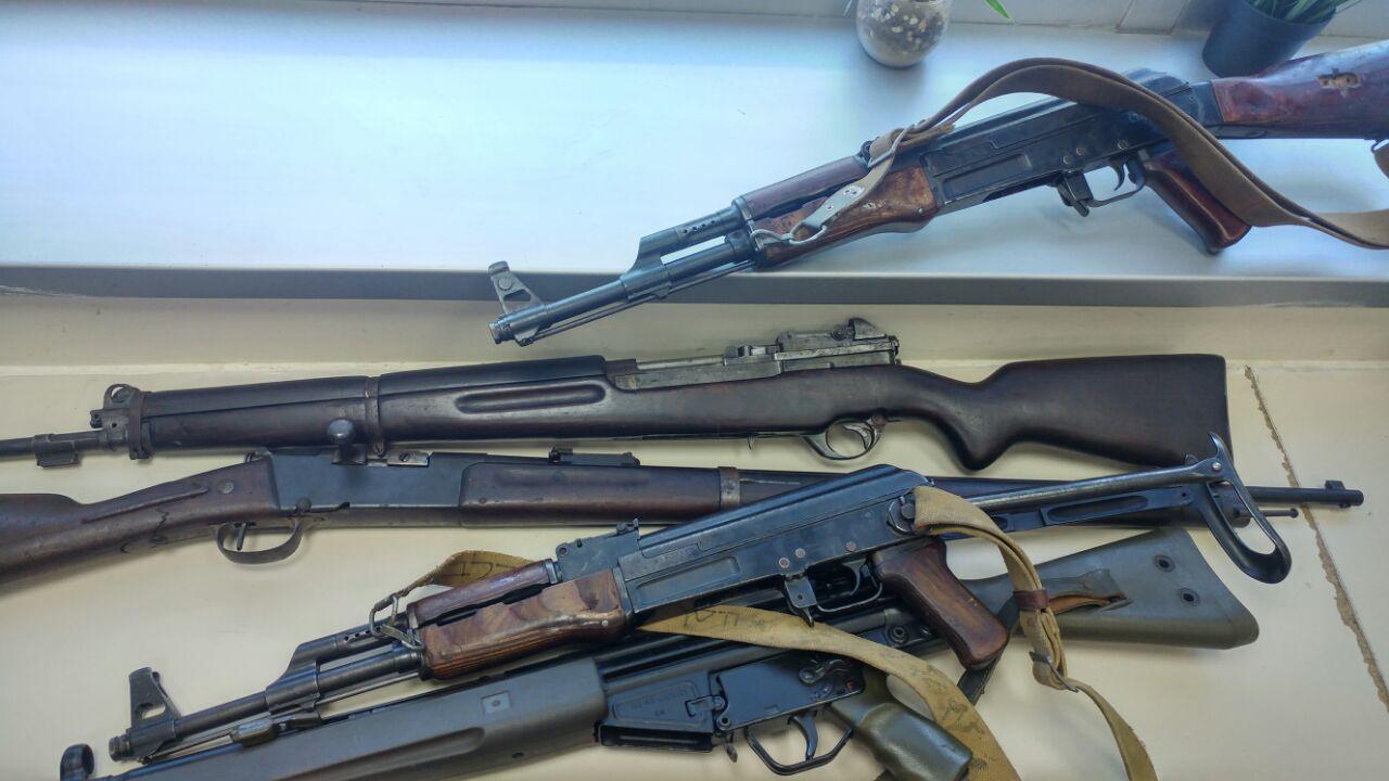 חלק מהנשק שנמצא בחדר