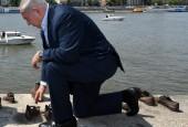 ראש הממשלה, בנימין נתניהו באנדרטת הנעליים בנהר בדנובה שבבודפש, הונגריה