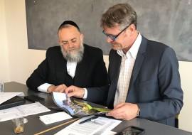 """השגריר ויו""""ר ארגון 'חיים לילד', הרב ראובן סקלר"""