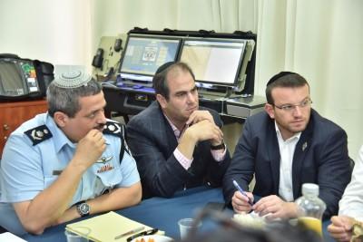 """מנכ""""ל איחוד הצלה, משה טייטלבוים עם נשיא איחוד הצלה והמפכ""""ל"""