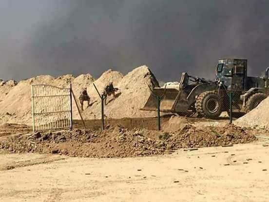 טרקטור עיראקי מפרק מחסום כורדי