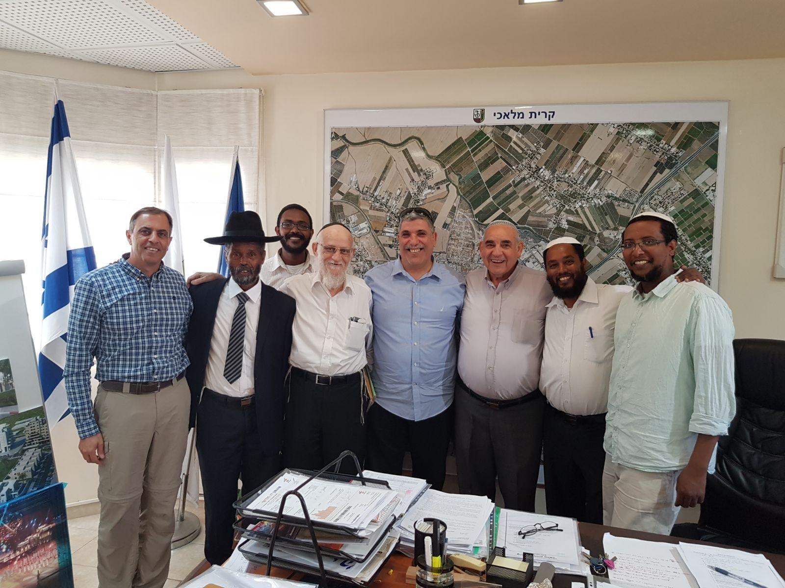 ראשי הקהילה האתיופית עם ראש העיר קרית מלאכי