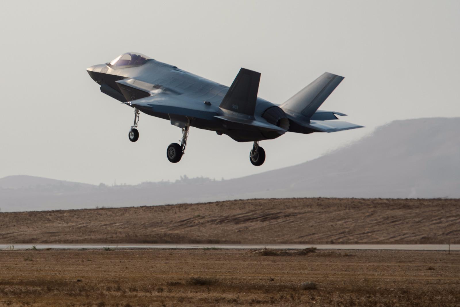 מטוס צבאי • אילוסטרציה