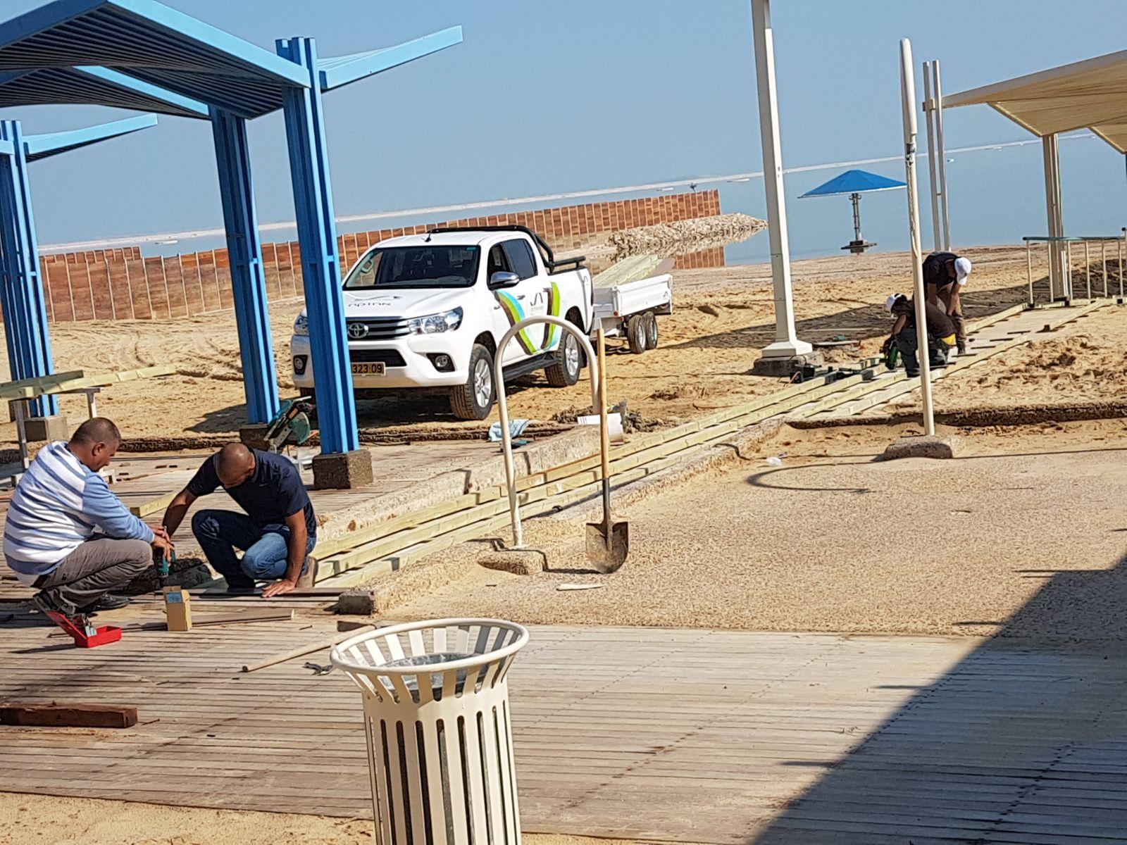 העבודות בחוף הנפרד