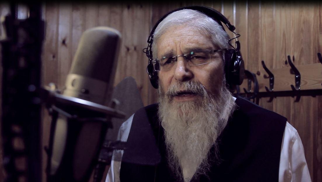הזמר והיוצר אהרון סיטבון באולפן