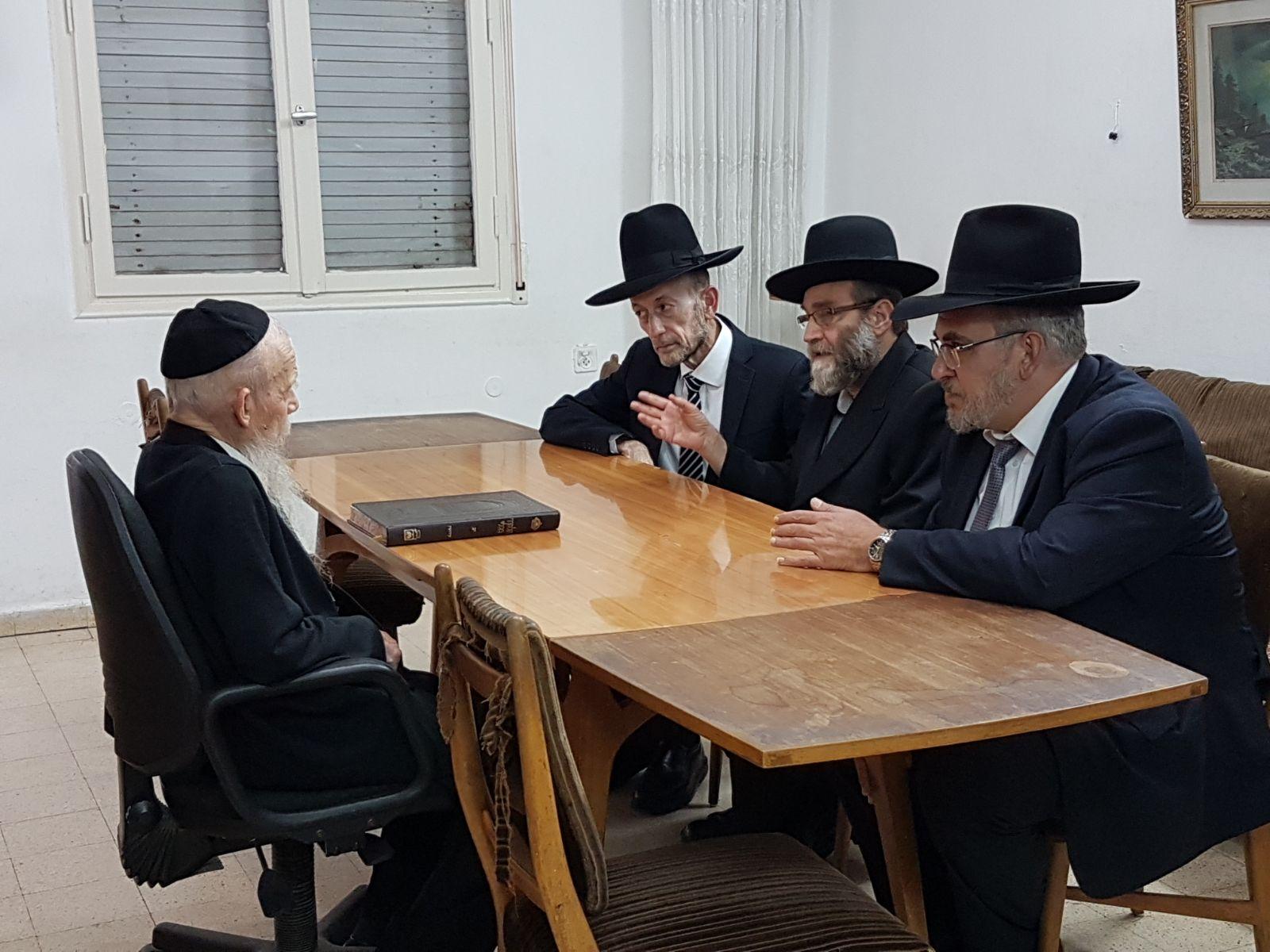 """חברי הכנסת גפני, מקלב ואשר בהתייעצות עם מרן הגר""""ג אדלשטיין"""