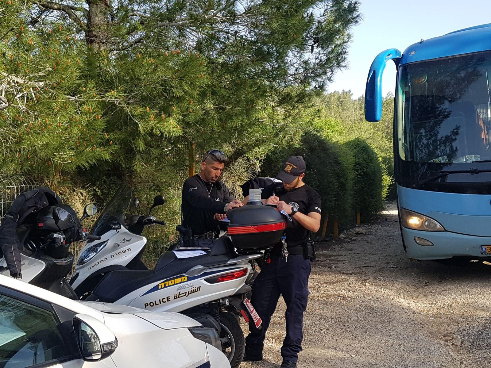 שוטרים אוטבוסים