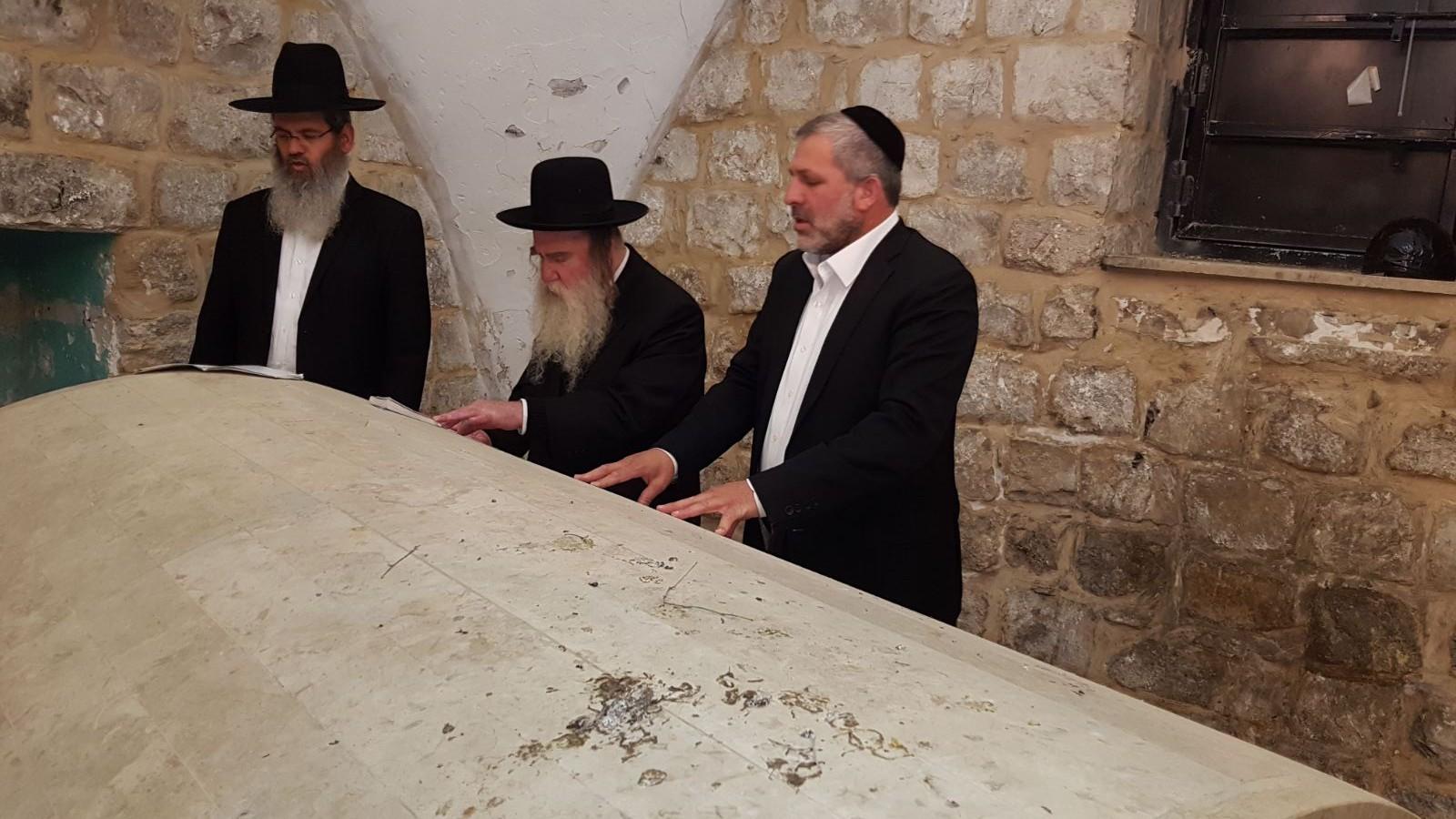 הרב גרוס בקבר יוסף
