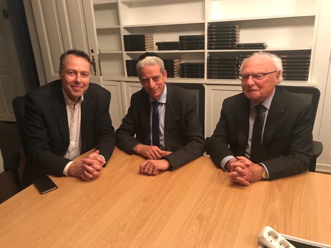 הרב לוין ופרופ לובל עם חבר הפרלמנט האיסלנדי היחיד שהתנגד לחוק