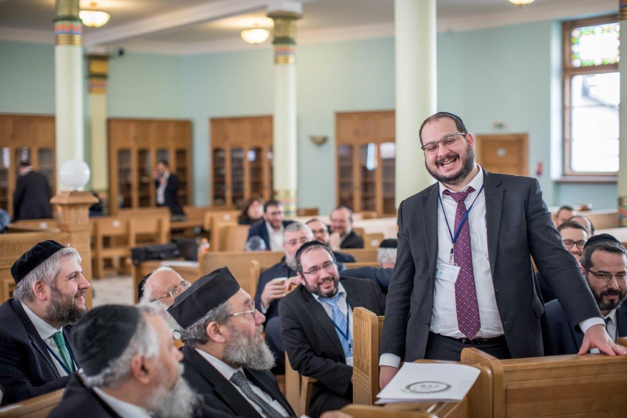 בדיון משותף של חברי הועדה המתמדת עם הרבנים הצעירים משתתפי הסמינר בריגה צילום אלי איטקין (5)